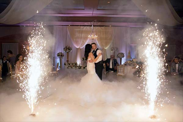 Wedding with special effects - the first dance